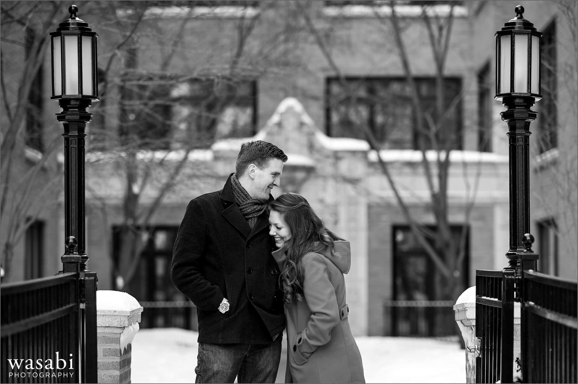 05 Lakeview neighborhood courtyard home engagement