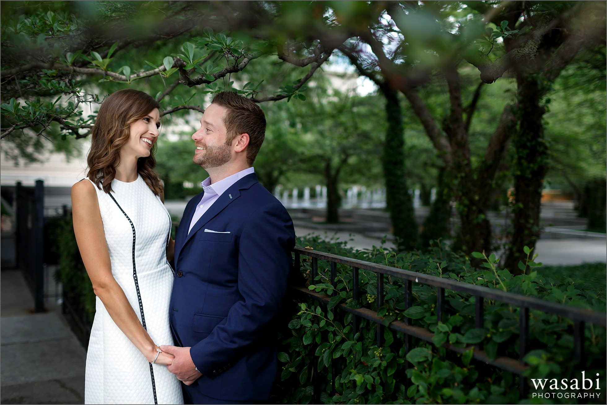 art-institute-south-garden-engagement-photos-04