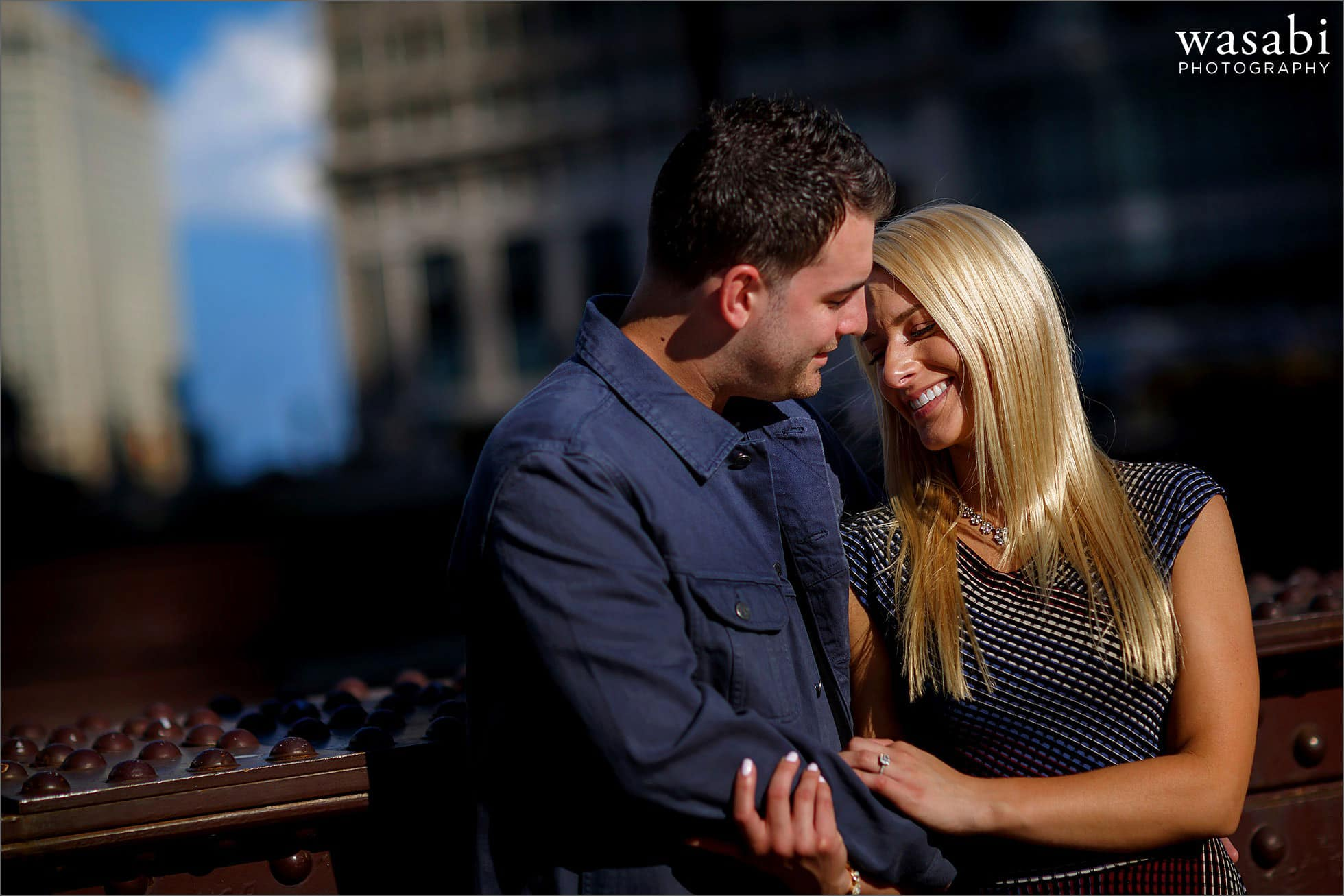 lasalle-street-bridge-engagement-photos-03