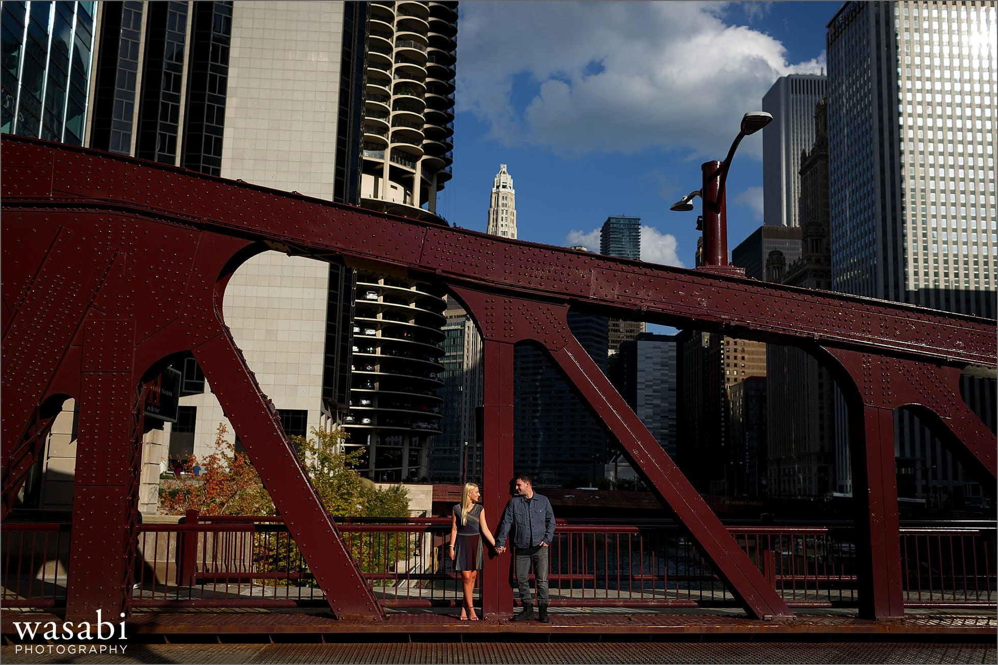 lasalle-street-bridge-engagement-photos-04