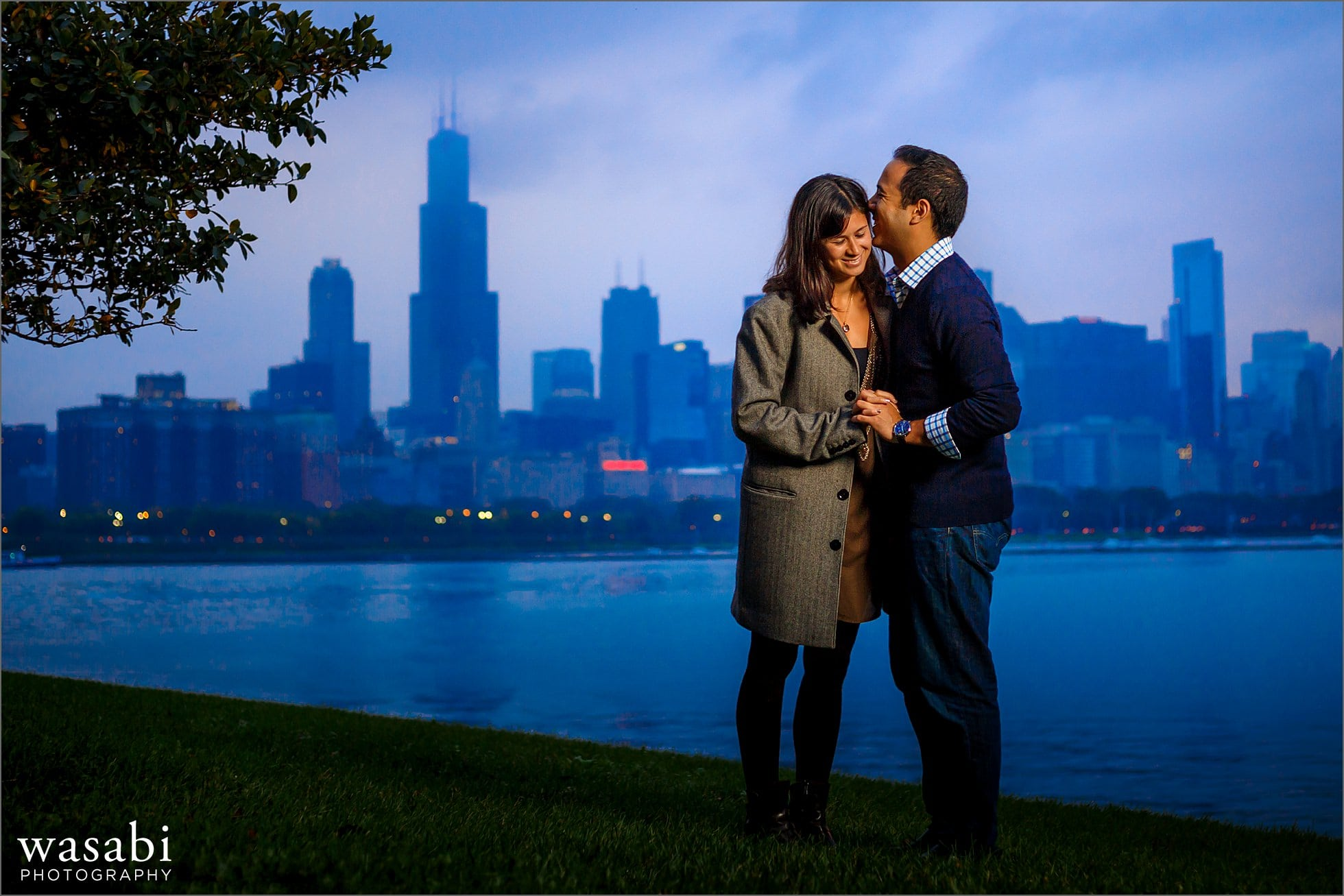 adler-planetarium-night-engagement-photos-07