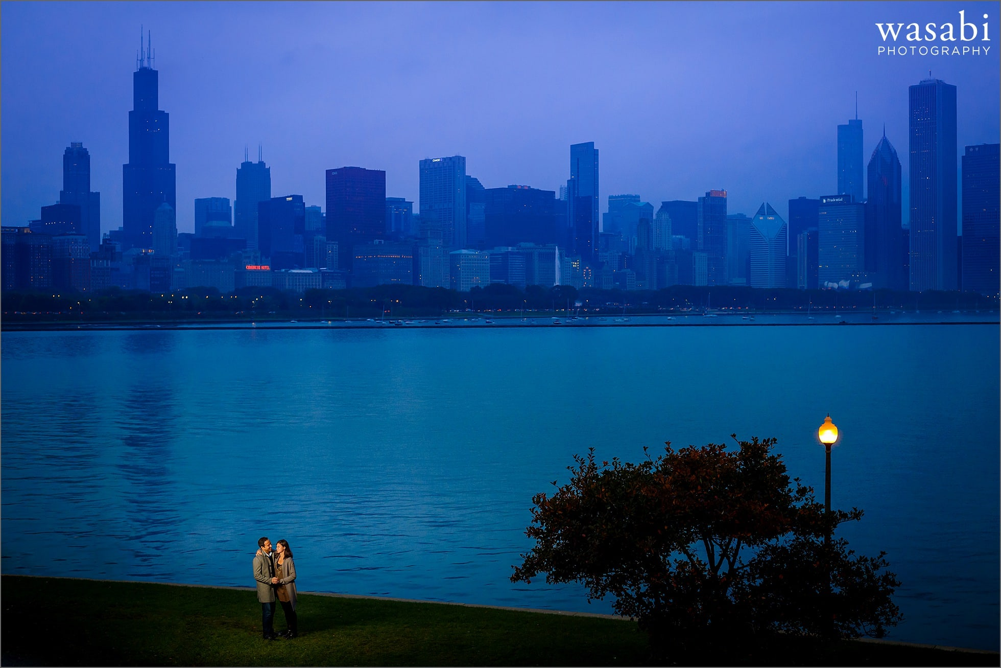adler-planetarium-night-engagement-photos-09