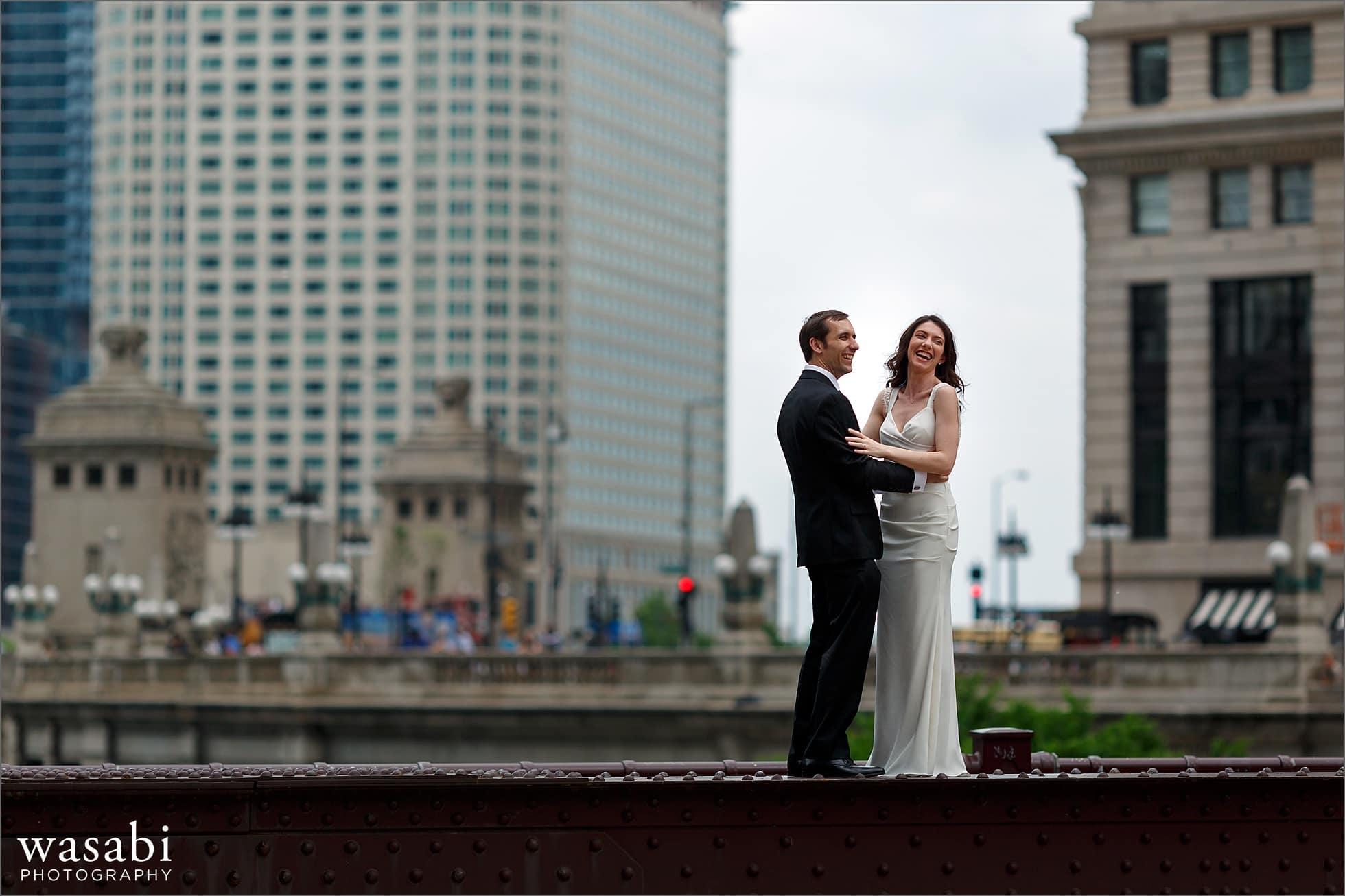 chicago bridge wedding photos