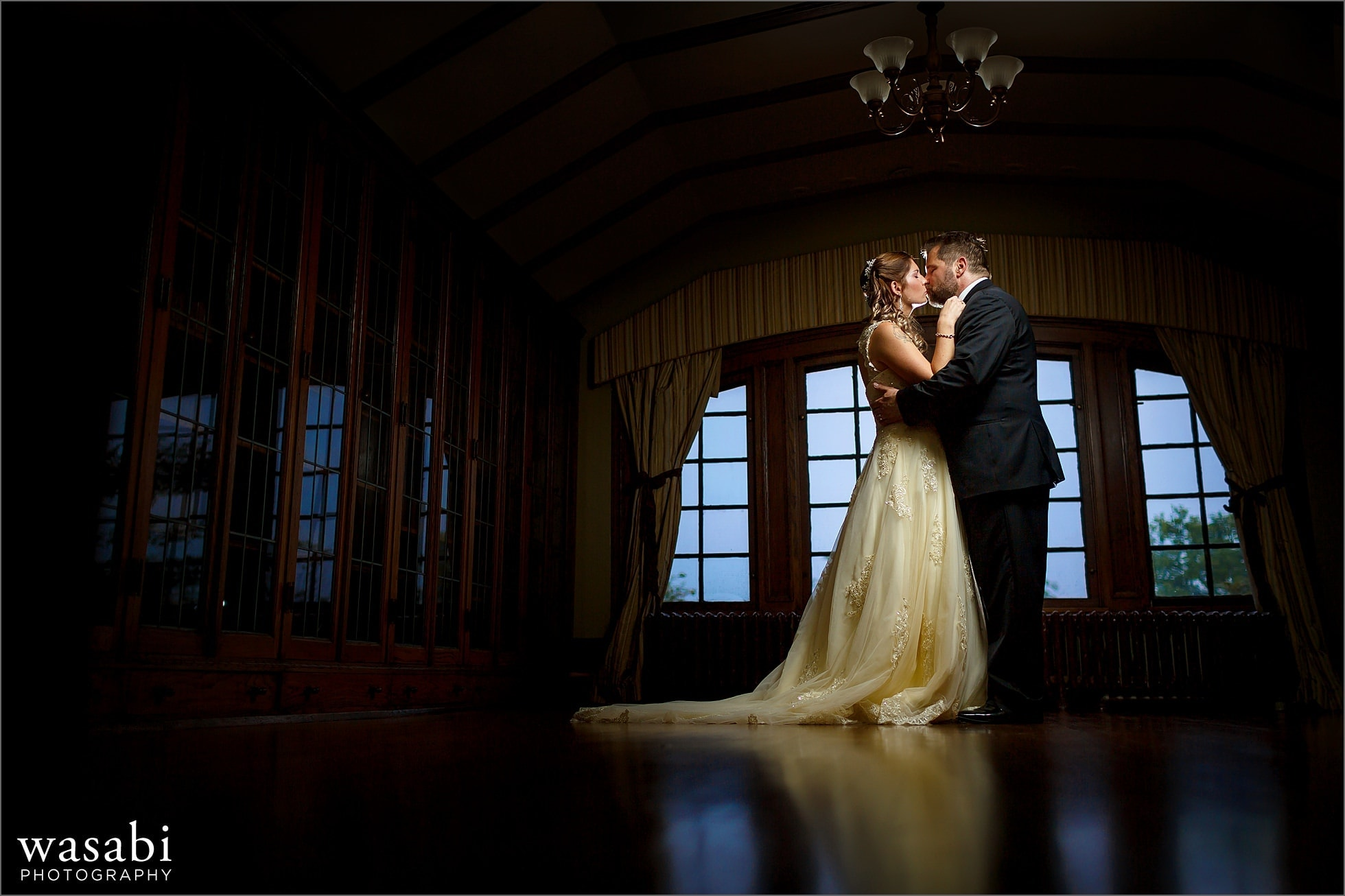 wide angle portrait lit off-camera flash at Cheney Mansion in Oak Park