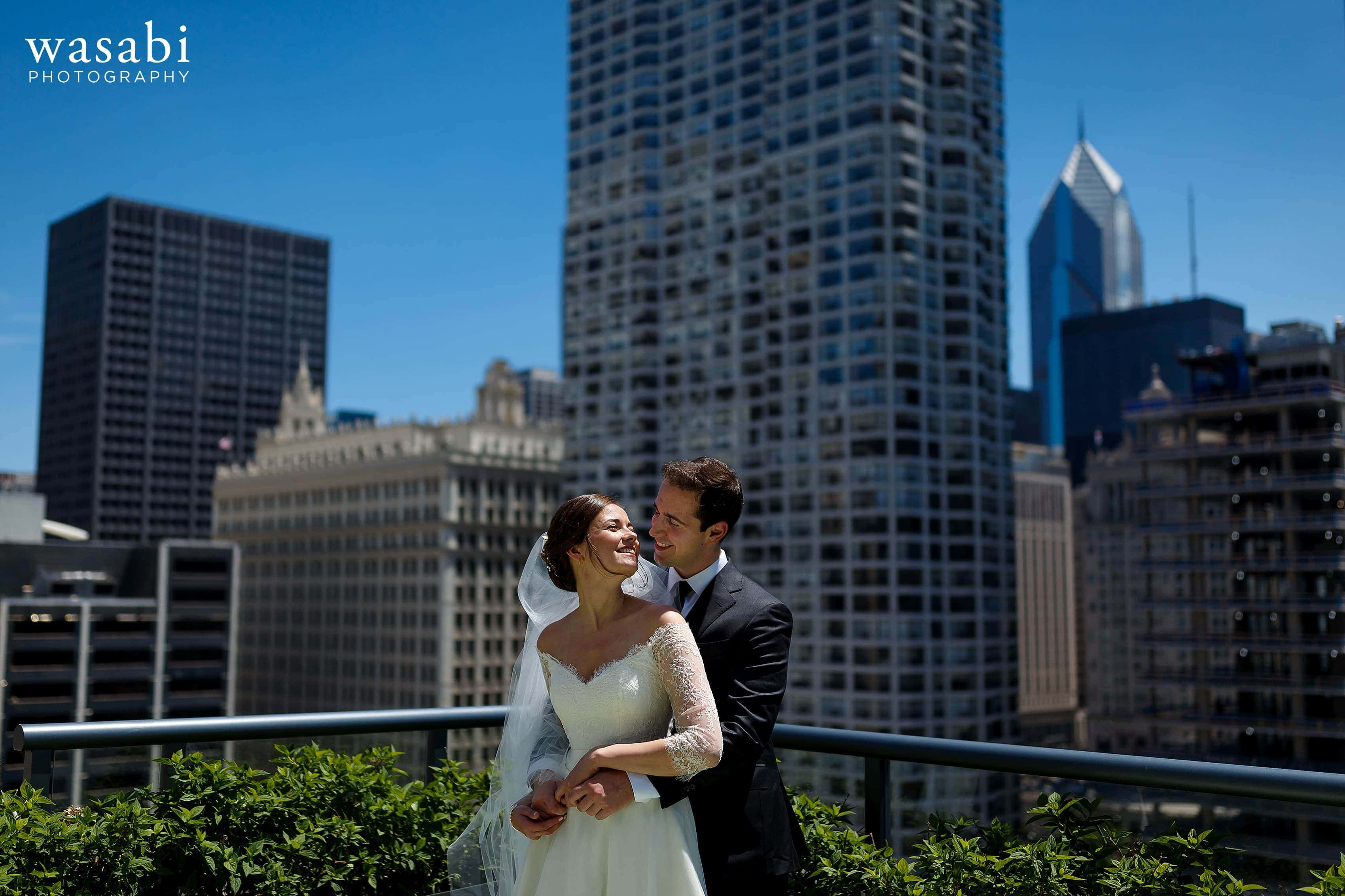 Zoe-and-Justin-pose-for-a-portrait-on-top-of-Hotel-Palomar-with-the-Chicago-skyline-in-the-background-10