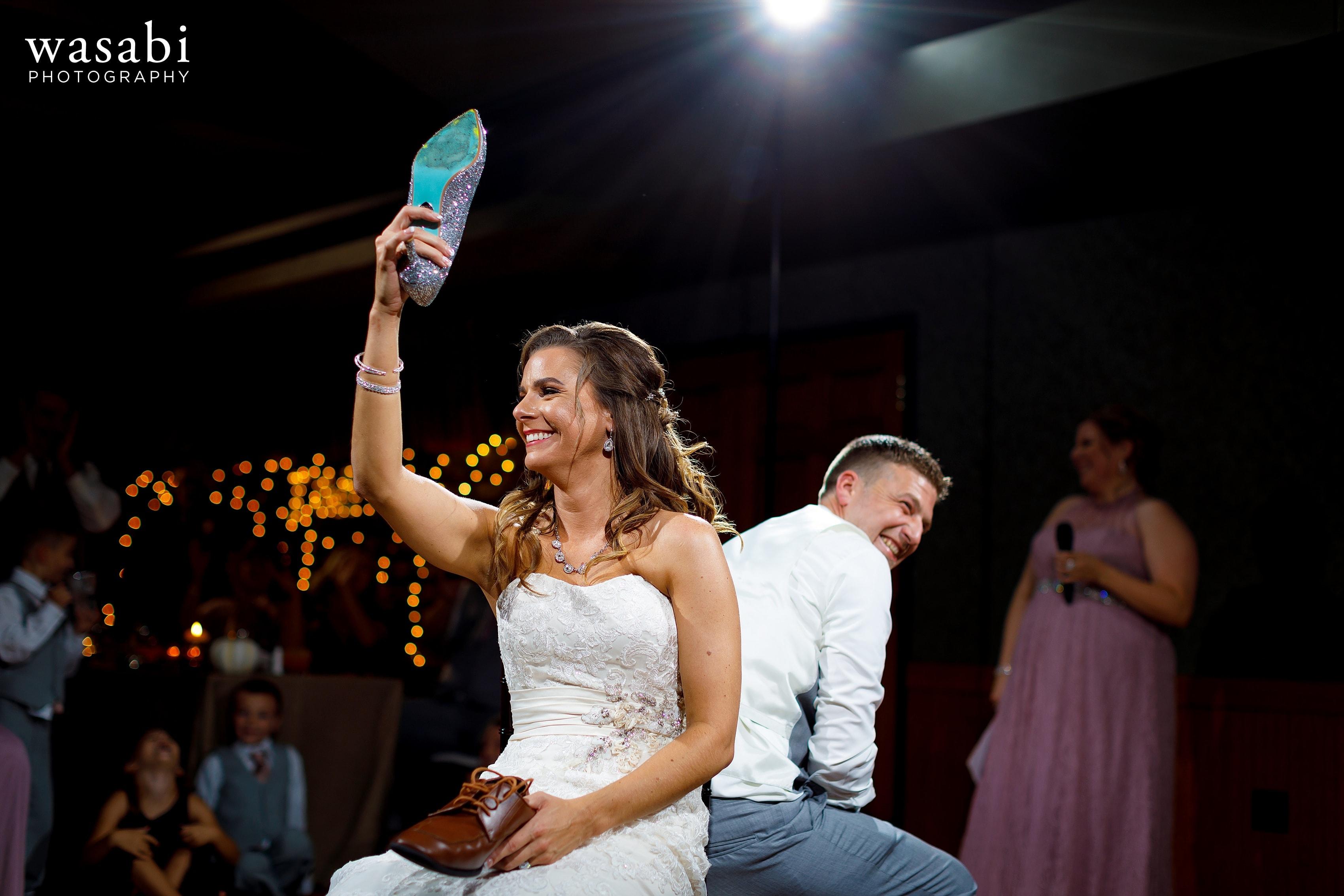 Bride and groom shoe game during Buck's Run Golf Club wedding reception in Mount Pleasant, Michigan.