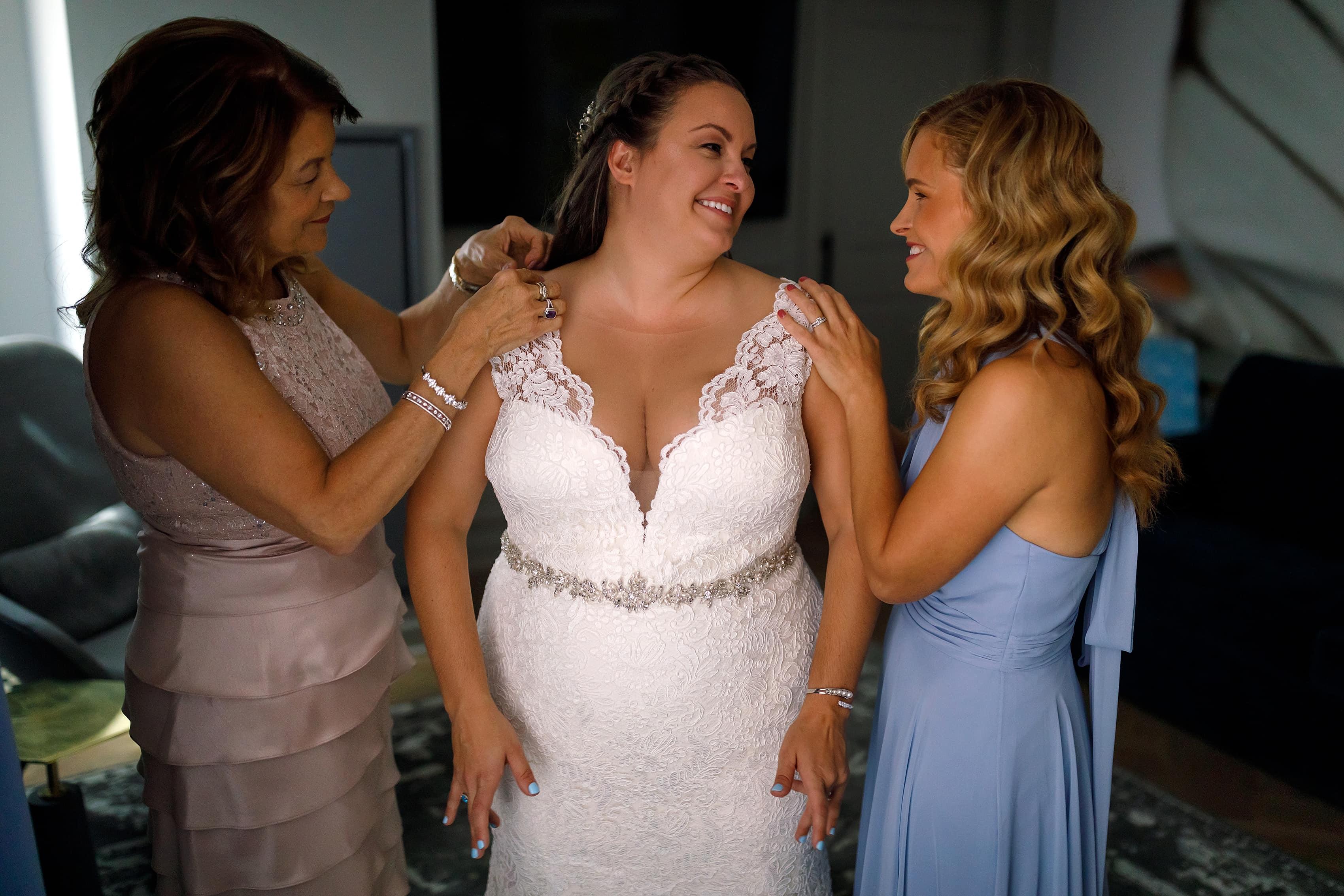 Bride and mom and sister getting ready at Kimpton Gray Hotel