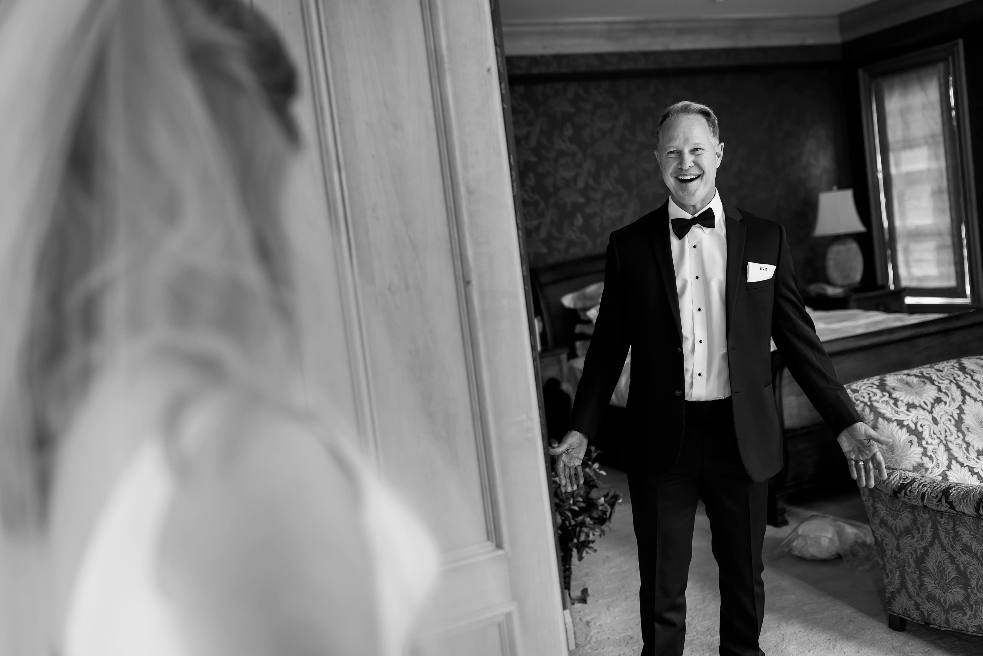 father of the bride reacts to seeing his daughter on her wedding day