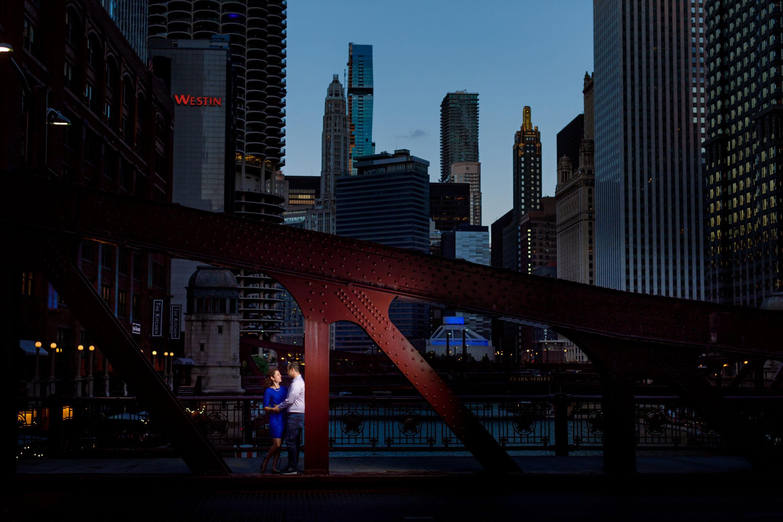 lasalle-street-bridge-enagagement-photos-144
